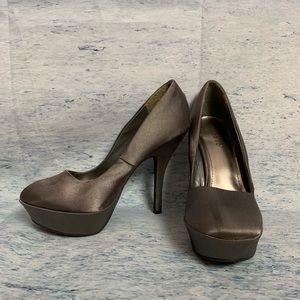 BAMBOO Women's size 8 Gray Heel